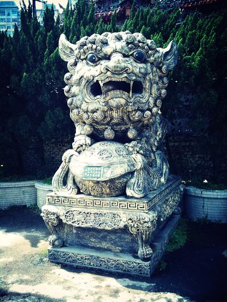 新店百年大廟前的大頭獅子