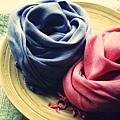 植物手染圍巾。純棉款與棉麻款兩種材質