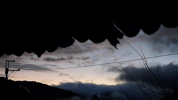 六點的天空。溫度讓一切顯得更安祥