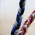 以植物染線材可以編織出迷人的幸運帶