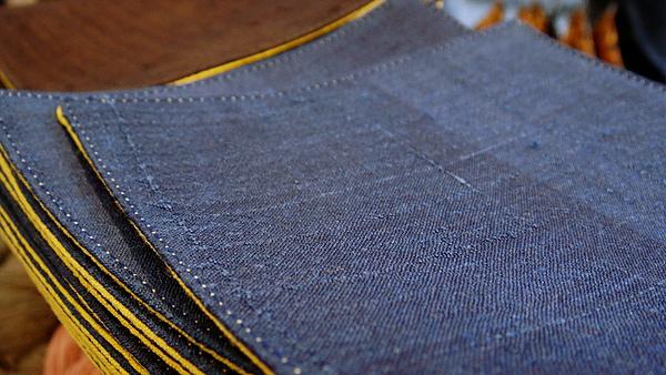 選用蠶絲生絲布,紋路多變細緻。