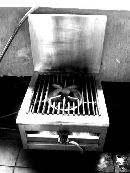 快速爐。一年前我用它燒菜,一年後我用它燒布XDDD