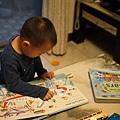 4/5 花1個小時,瑞瑞自己看完兩本新書。