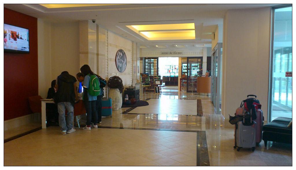 沖繩MERCURE飯店租車櫃台