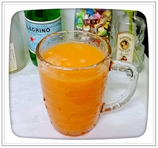 現打紅蘿蔔蘋果汁