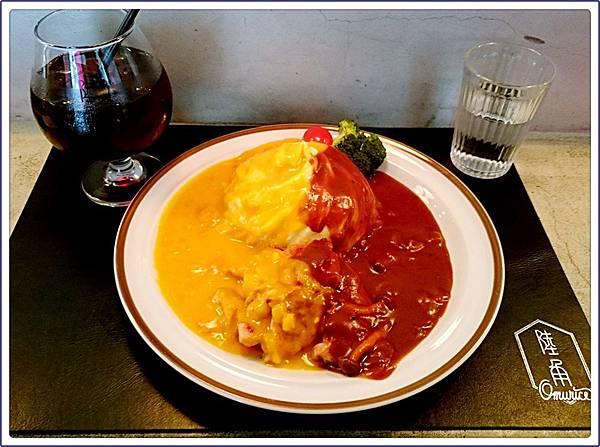 陸角餐廳雙醬雞腿排歐姆蛋飯