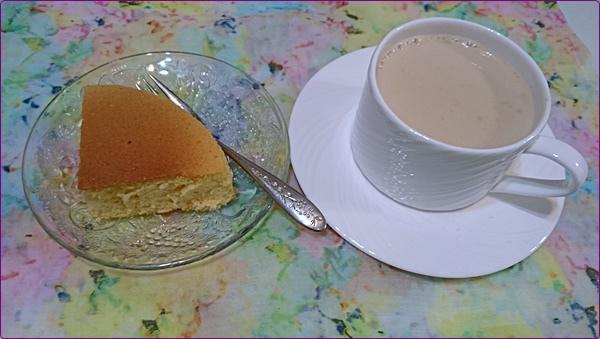 海綿蛋糕和鍋煮奶茶
