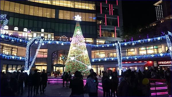 台北統一時代百貨廣場聖誕樹