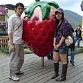 草莓文化館外面的大草莓