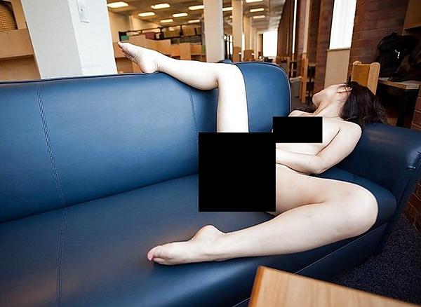 圖書館都不讀書只拍裸照摳逼 天下現金網 九州現金網
