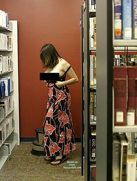 圖書館都不讀書只拍裸照摳逼|天下現金網|九州現金網