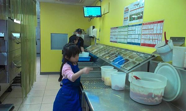 達美樂pizza小店長工作檯