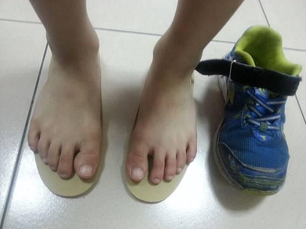 96年次扁平足穿的鞋鞋