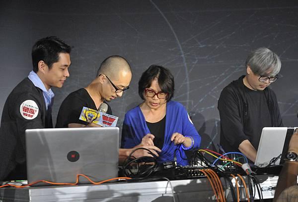 龍應台部長鼓勵年輕人來享受數位表演藝術節HH《同步感染》-2(廣藝基金會提供,胡福財攝影)