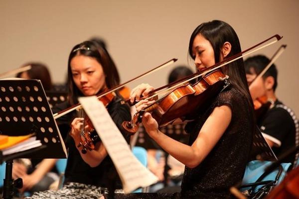 中提琴首席趙怡雯