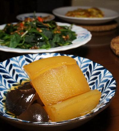 冬瓜甘露煮澱粉類高如栗子南瓜佳但沒南瓜所以用冬瓜以香菇取代柴魚或昆布也可