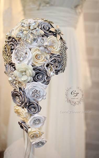 【優雅的幸福】-緞帶水滴玫瑰珠寶捧花