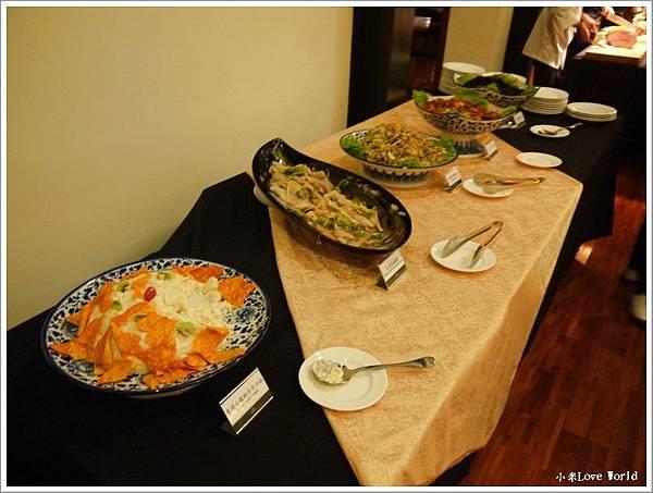 東方渡假酒店自助餐P1380050_調整大小1.JPG