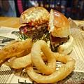 BEAST · Bar & Grill · 野獸美式餐廳P1540911_調整大小1.JPG