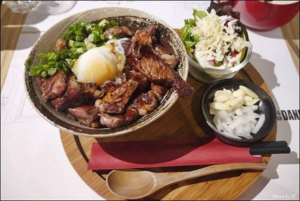 高雄-丹路原塊牛排DANRO Steak&RiceP1580615_調整大小1.JPG