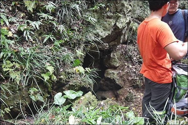 高雄壽山猴洞鐘乳石洞P1630163_調整大小1.JPG