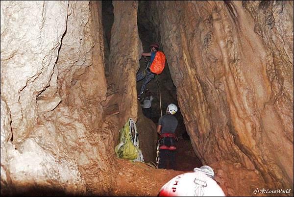 高雄壽山猴洞鐘乳石洞P1630217_調整大小1.JPG