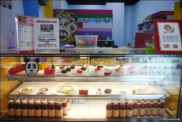 BRICK WORKS樂高積木主題餐廳(高雄店) P1630997_調整大小1.JPG