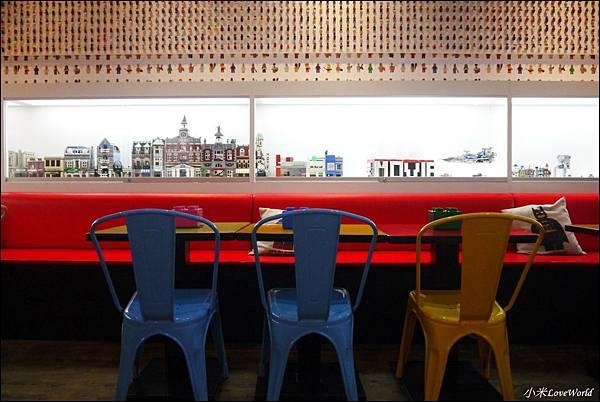 BRICK WORKS樂高積木主題餐廳(高雄店) P1640012_調整大小1.JPG