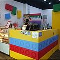 BRICK WORKS樂高積木主題餐廳(高雄店) P1640039_調整大小1.JPG