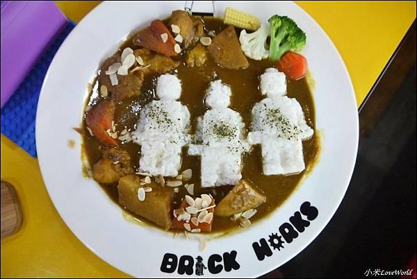 BRICK WORKS樂高積木主題餐廳(高雄店) P1640075_調整大小1.JPG