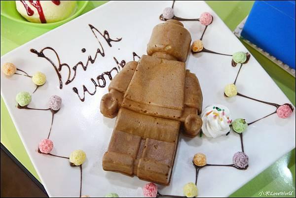 BRICK WORKS樂高積木主題餐廳(高雄店) P1640096_調整大小1.JPG