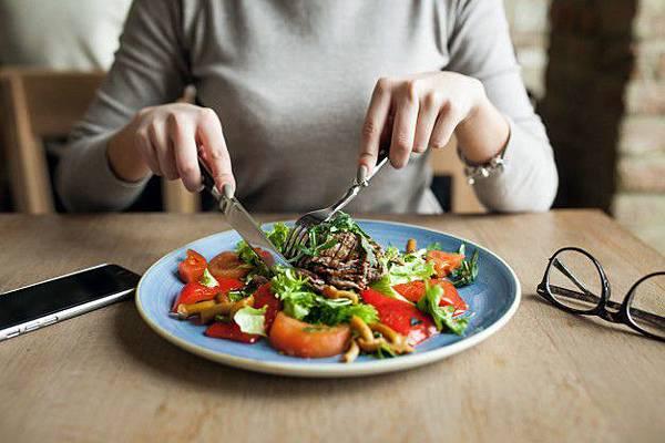 healthy-people-salad-food-woman_1303-1528.jpg