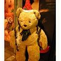 門口的大熊正在歡迎著我們呢~.jpg