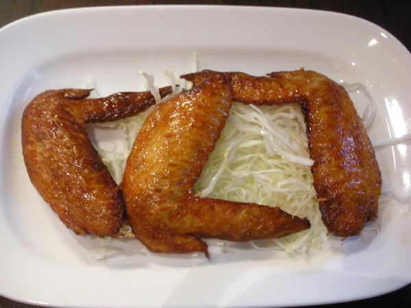吃起來普普的炸雞翅!NT70