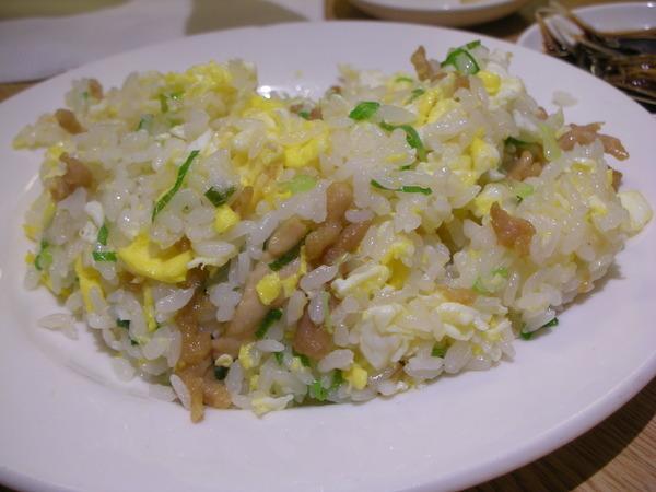 肉絲蛋炒飯...明明看起來不怎樣?但卻好吃到不行?