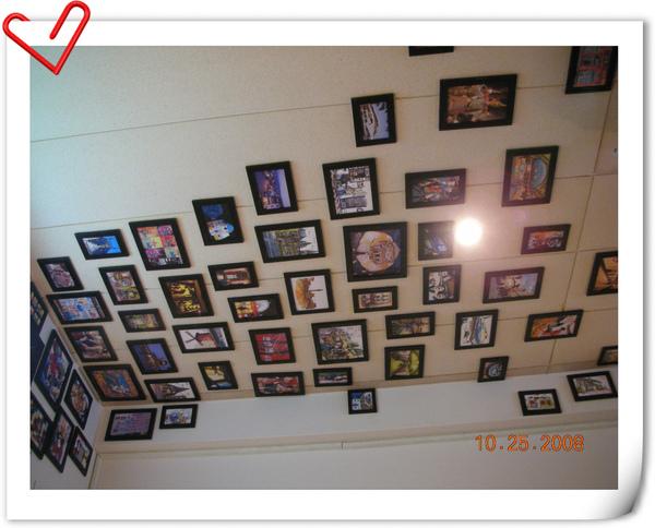 延伸到天花板的像框.jpg