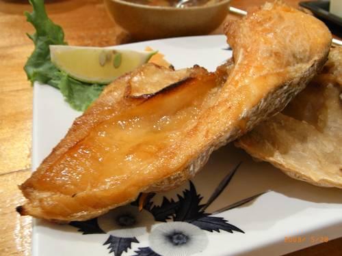 單點烤鮭魚頭下巴~好好吃~NT240.JPG