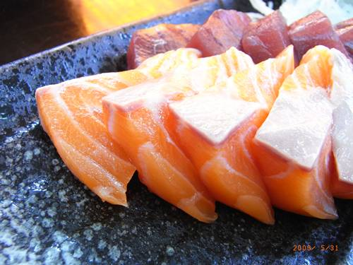 生魚片還是鮭魚是王道丫.JPG