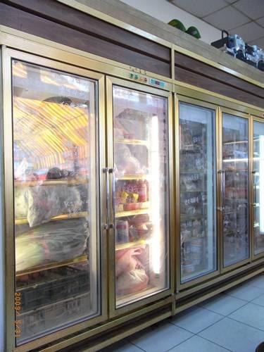 冰箱塞滿了單賣的冷凍食材.JPG