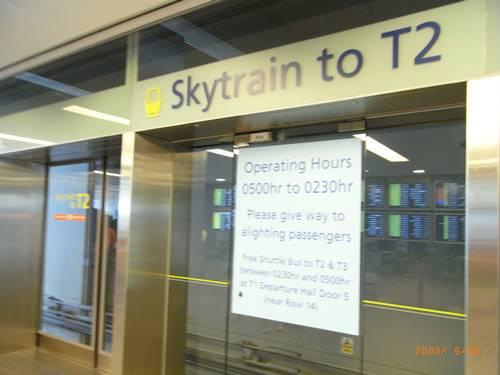 在機場逛了一圈終於找到了T2 SKYTRAIN.JPG