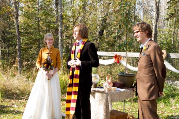 harry-potter-wedding-2-gryffindor-scarf.realweddings