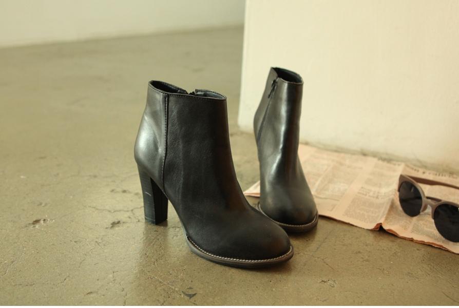 黑色高跟短靴 W47,000.jpg