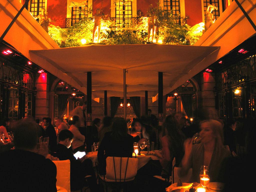 hotelcostes-bar restaurant.jpg