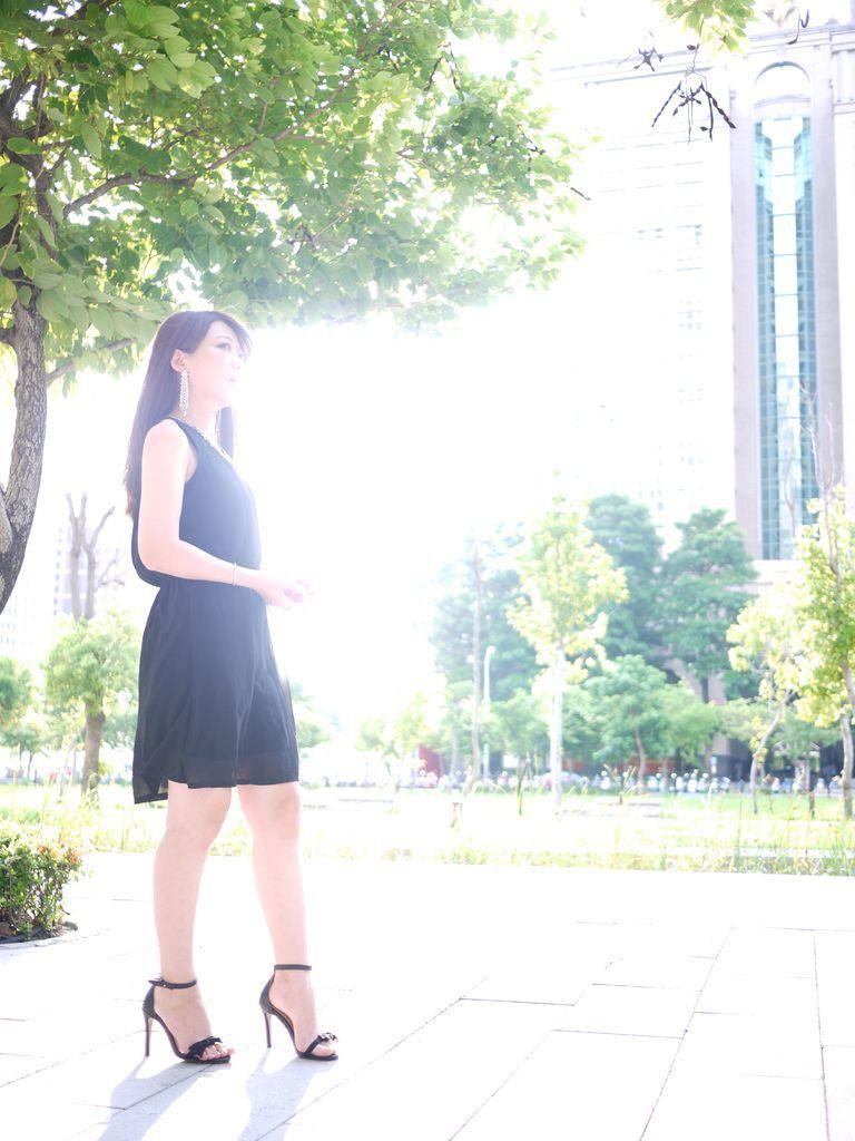 49. 韓國Gmarket黑色小洋裝-2.JPG
