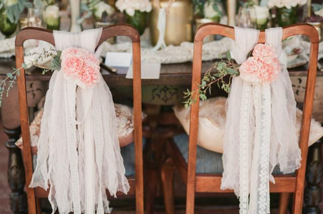 vintage-wedding-chair-decor.jpg