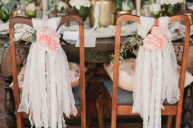 vintage-wedding-chair-decor.jpg
