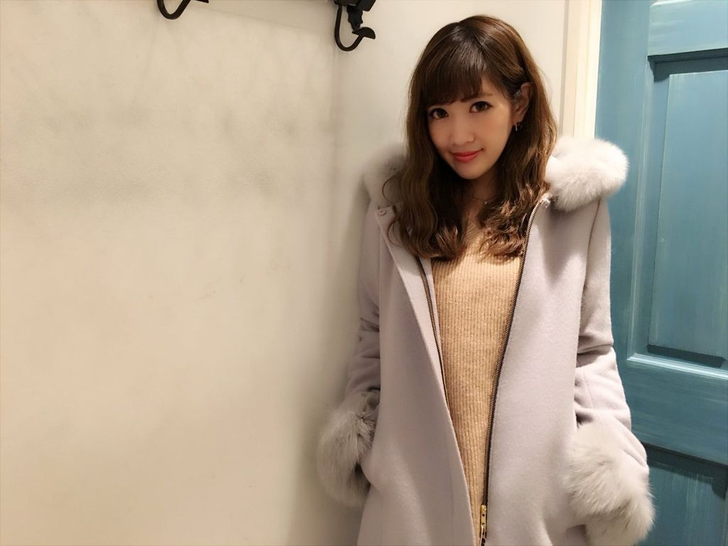 (JUSGLITTY)ファー付ノーカラーミドル丈コート.jpg
