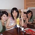 女生們與壽星的合照1