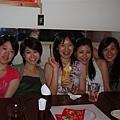 女生們與壽星的合照3