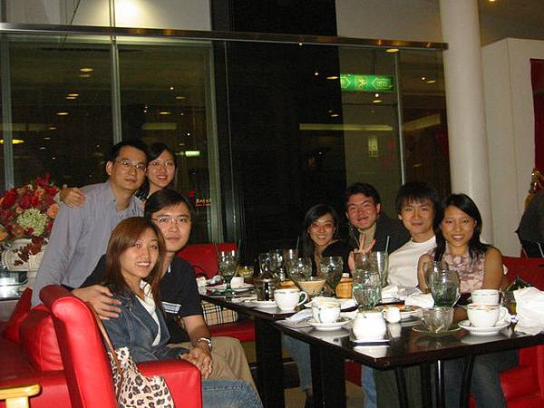 2004.10.24 與Honey朋友聚餐2---Kitty剛與龍哥度完蜜月回國